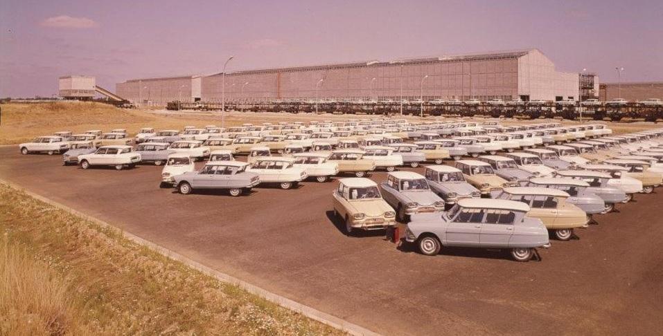 AMI 6 Berline 1963 parc de l'usine de Rennes