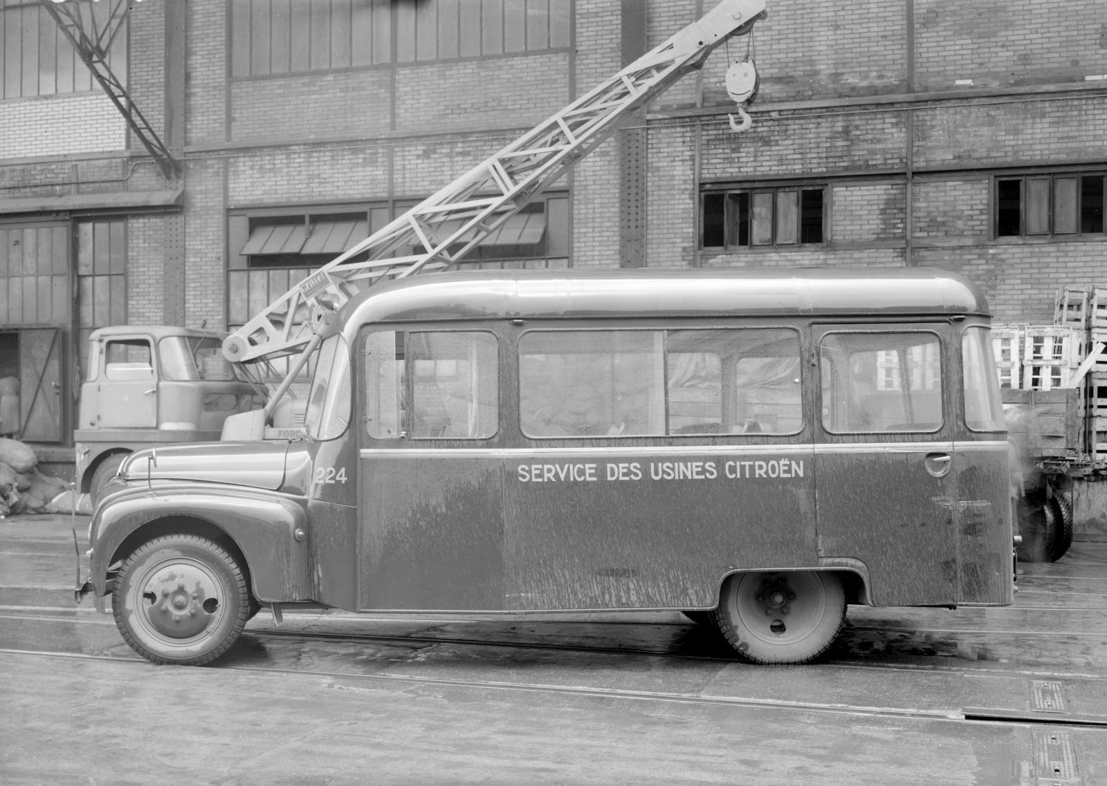 U23型バス - 側面