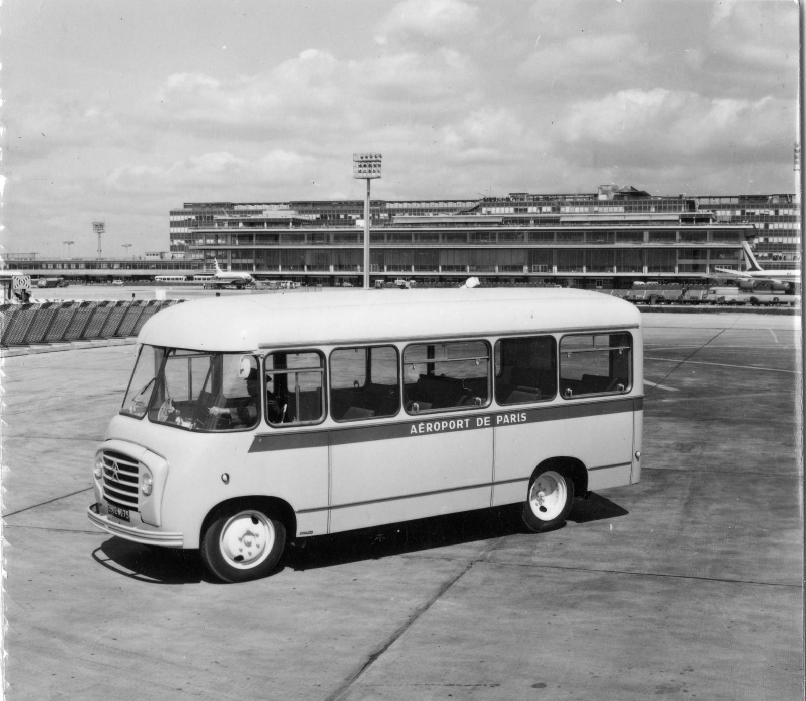 U23型バス - 3/4 前方