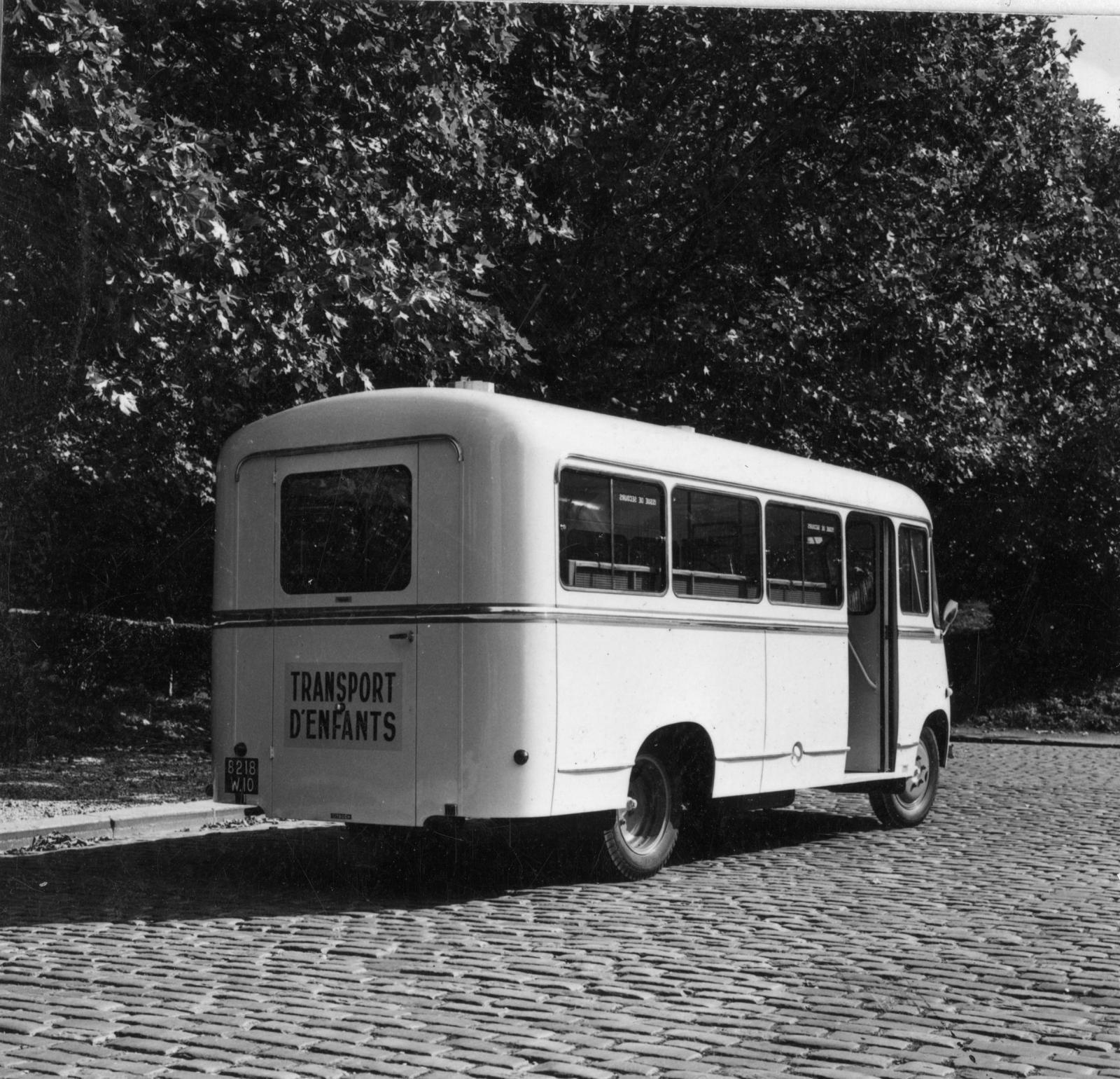 シトロエン製の子供輸送自動車