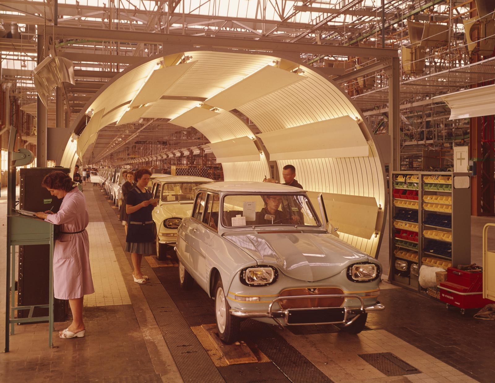 Chaine  de l'usine de Rennes 1965