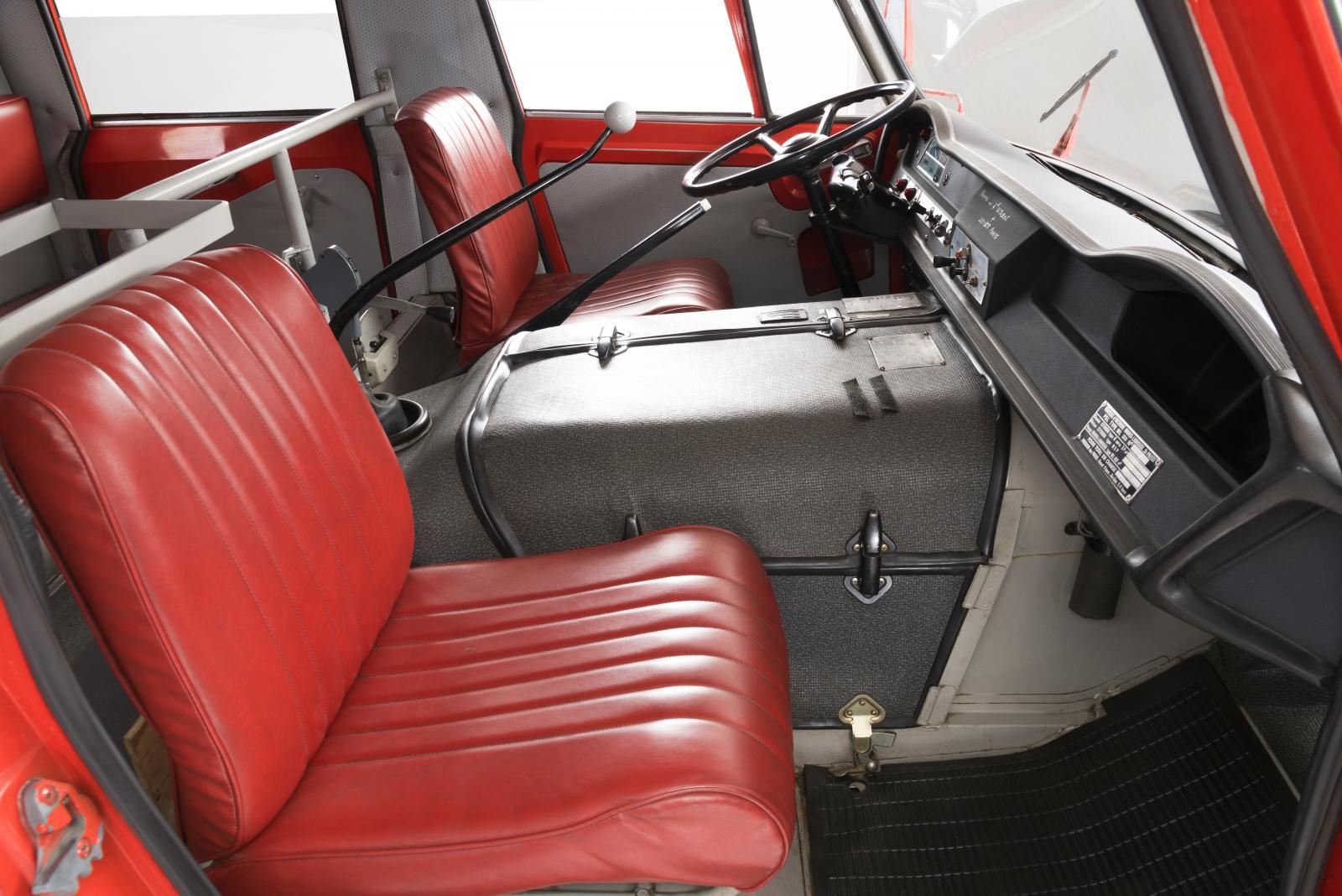 消防車「ベルフェゴール」の前列シート