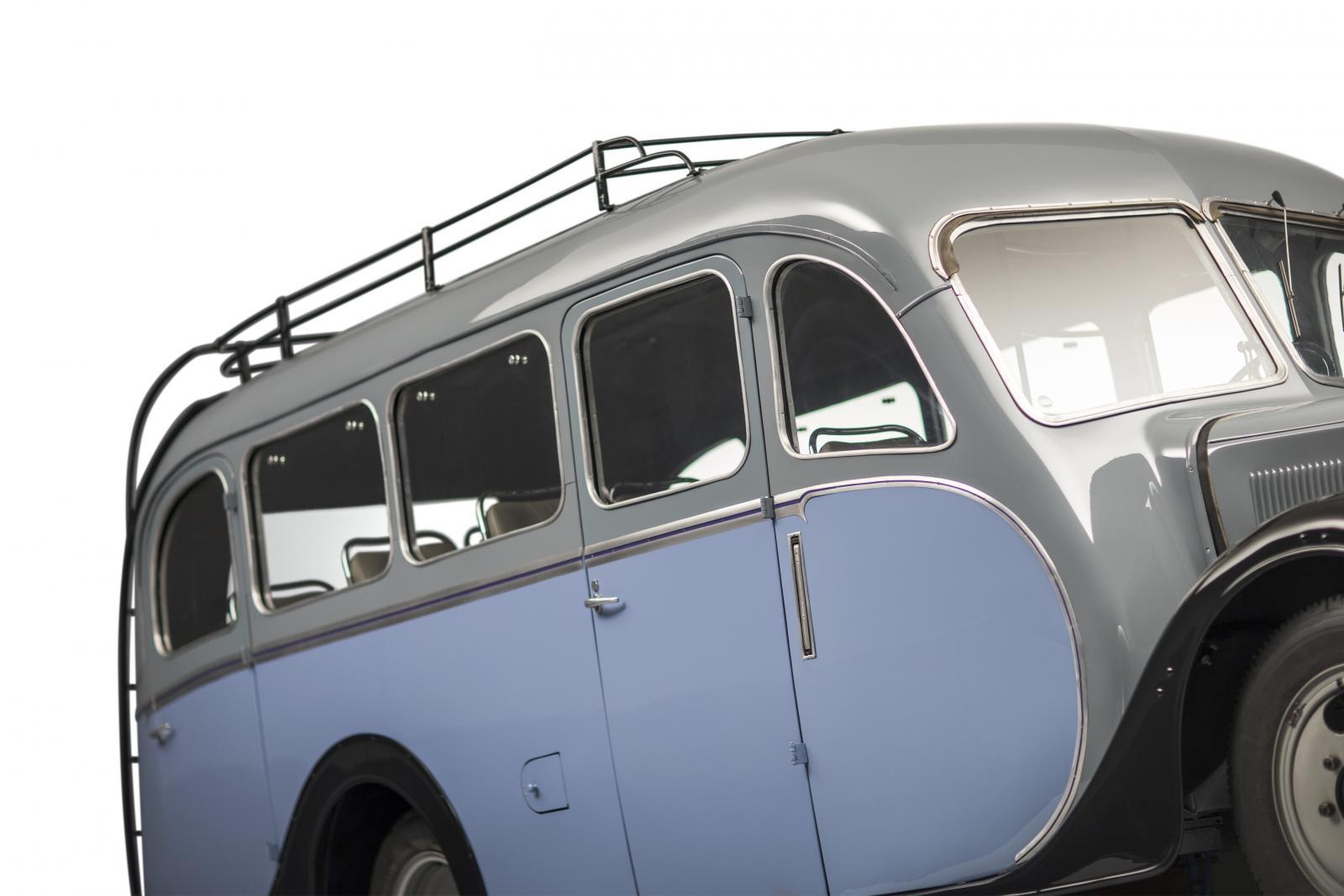 シトロエンの U23バス