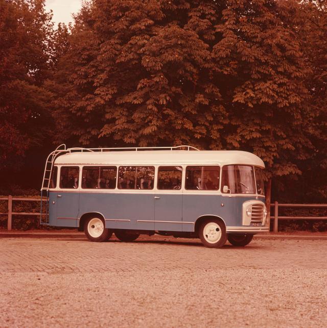 Bus U23 - 3/4 avant couleur